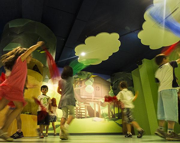 bambini giocano in un museo di cuneo