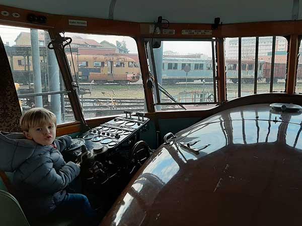 bimbo guida treno museo cuneo