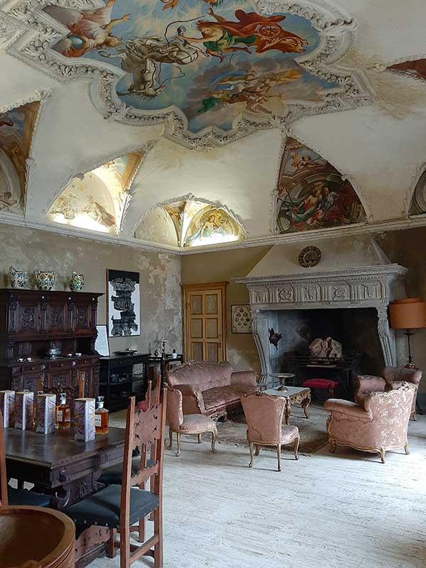 Castello di Monteu Roero interno